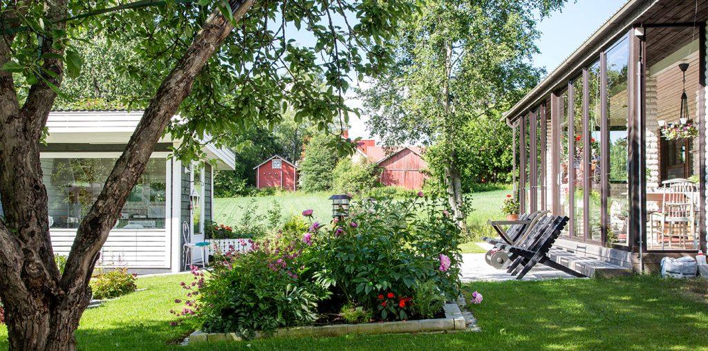puutarhan perennapenkki