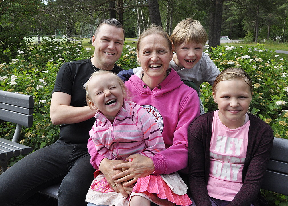 Aholan perhe puistossa