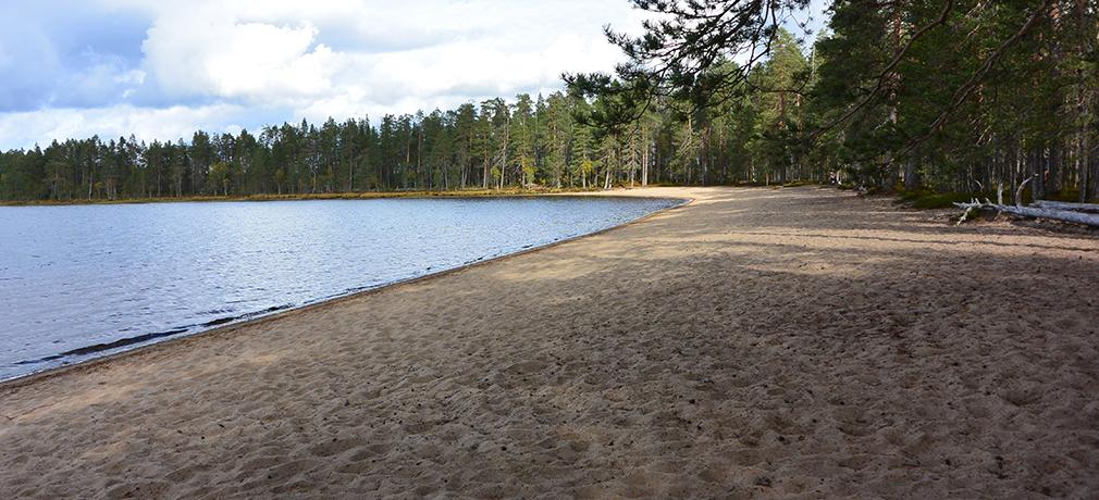 Venäjänhiekka on hieno uimapaikka ja sieltä löytyy myös tulentekopaikka ja kuivakäymälä.