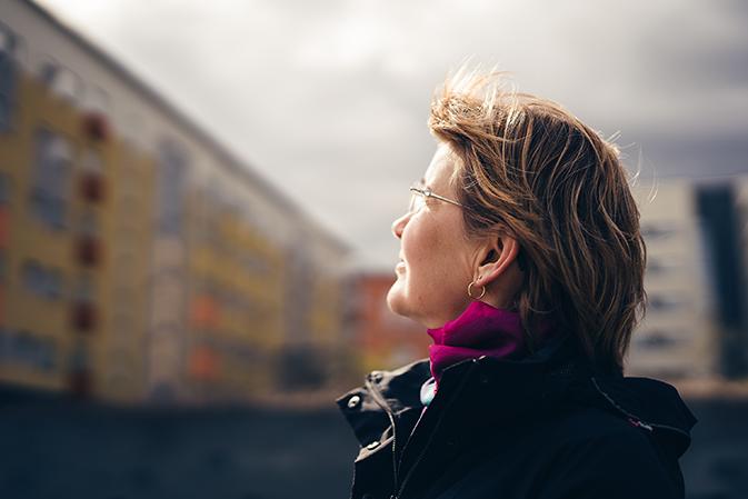 Raija Smeds valmistui lähihoitajaksi vuonna 2013. – Alan vaihto oli parhaimpia päätöksiä tähän astisessa elämässäni, Raija kertoo.